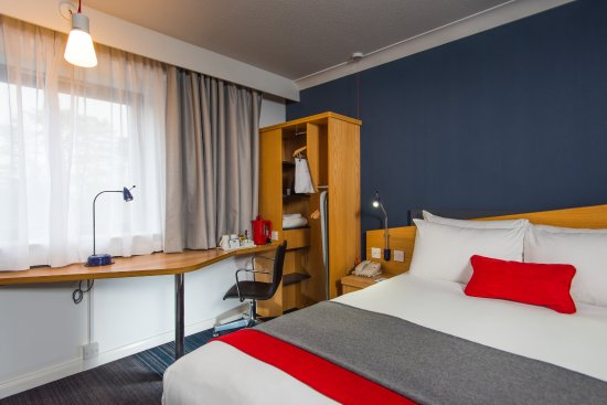 Taunton, UK: Busy day sightseeing in Somerset? Unwind in your new-look room