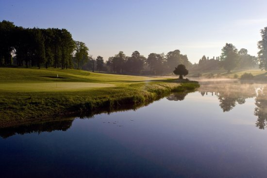 Stoke Poges, UK: Golf course view over the lake