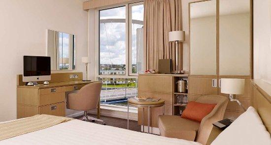 Hilton Garden Inn Glasgow City Centre: Queen Room- River View