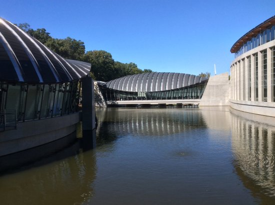 Bentonville, أركنساس: View across the pond