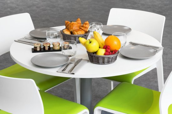 Clichy, Francia: Fill up with ernergy for the day with our breakfast