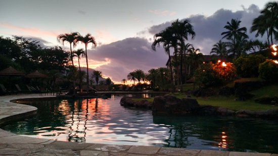 Hanalei Bay Resort: Sunset and BBQ Dinner by the pool