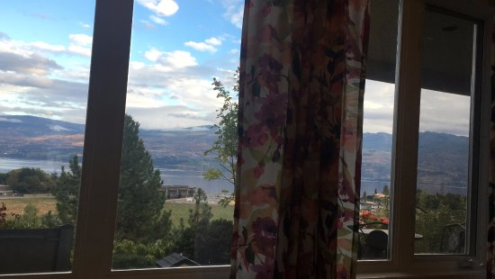 Apple Blossom Bed & Breakfast: View from the Jonagold room