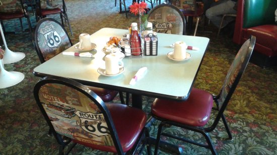 Dwight, إلينوي: Typical table old route 66 family restaurant dwight il