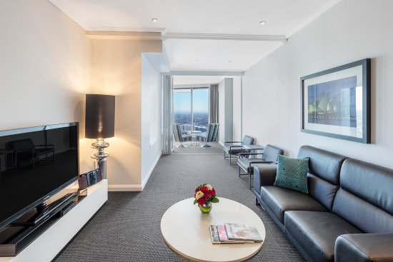 Meriton Serviced Apartments World Tower: Darling Suite With Bedrooms Living Area
