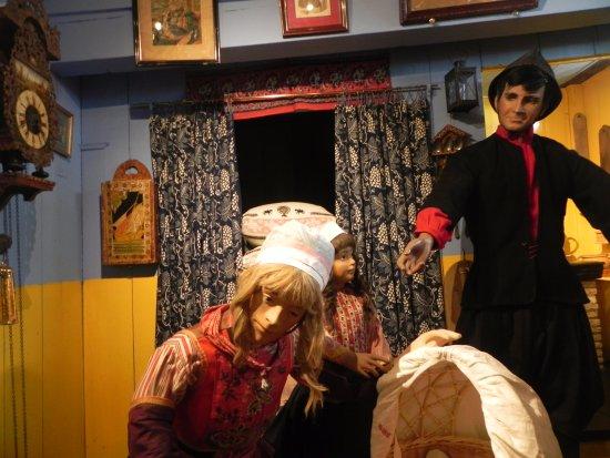 Marken, Países Baixos: Local costume display
