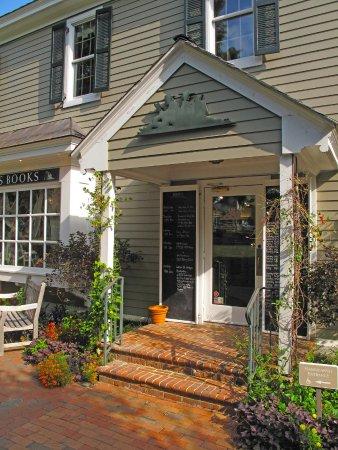 Pittsboro, NC: McIntyre's Fine Books - Entrance