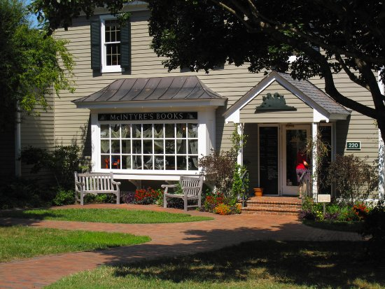 Pittsboro, NC: McIntyre's Fine Books - Exterior