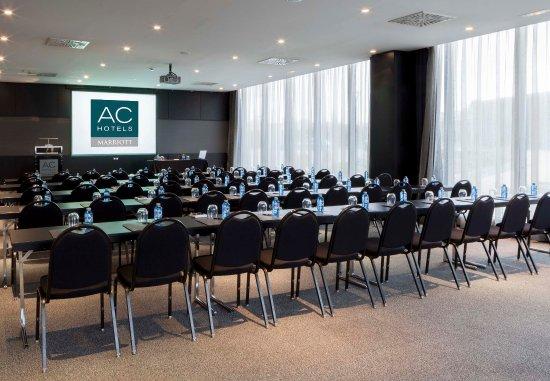 Pozuelo de Alarcón, España: Gran Forum – Classroom Style Setup