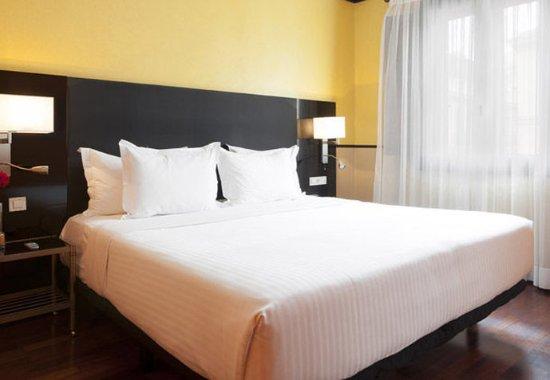 AC Palacio De Santa Paula, Autograph Collection: Guest Room – Sleeping Area