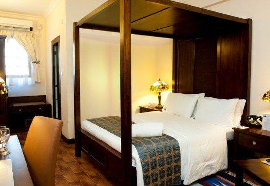 Protea Hotel by Marriott Dar es Salaam Courtyard: Superior King Guest Room