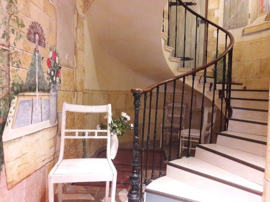 Le Beausset, Francia: L'escalier qui mène aux chambres