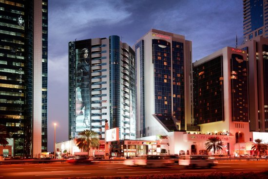 Crowne Plaza Hotel Dubai: Hotel at night along Sheikh Zayed Road