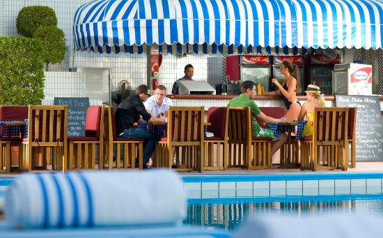 Crowne Plaza Hotel Dubai: Ultimate relaxation at the outdoor swimming pool