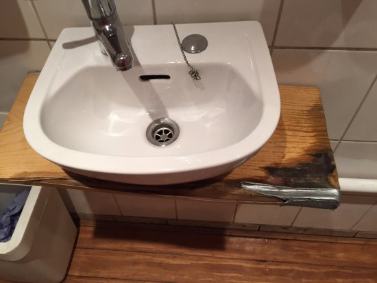 Tapa Coffeehouse: Dangerous sink, needs repair