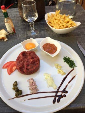 Culoz, فرنسا: Salade cesar et tartare de bœuf