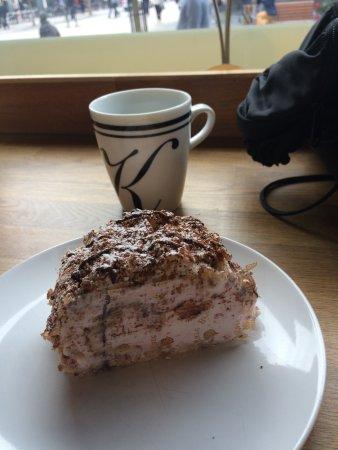 Västerås, Sverige: Light Hazelnut Cake