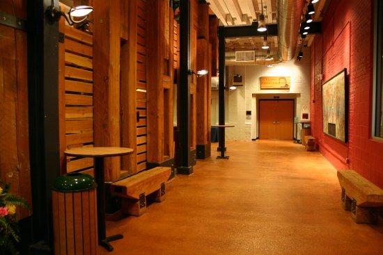 Hartford, WI: Schauer Lobby