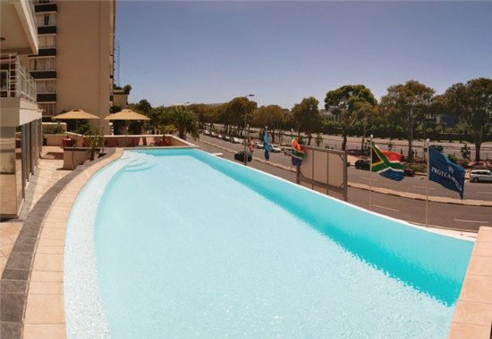Protea Hotel by Marriott Cape Town Cape Castle: Outdoor Pool