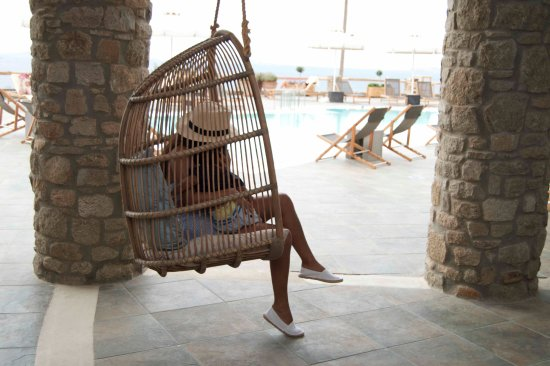 Rocabella Mykonos Art Hotel & SPA: we loved their swings in the restuarent area , mason and i would swing for hours . it was so rel