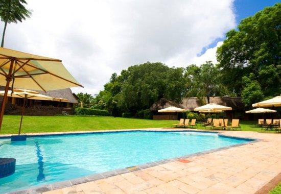 Protea Hotel by Marriott Hazyview: Outdoor Pool