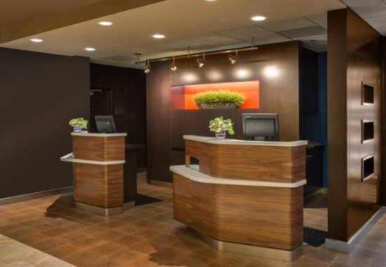 Courtyard Dallas Addison/Midway : Front Desk