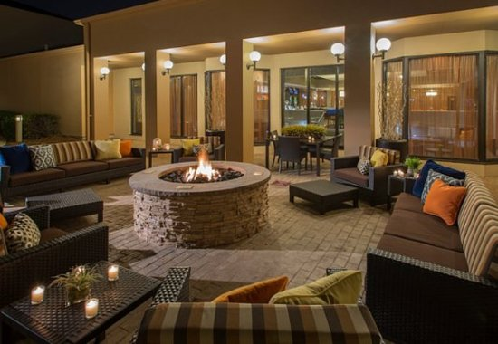 Courtyard Dallas Addison/Midway : Outdoor Patio & Fire Pit