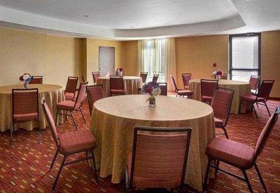 Paramus, NJ: Meeting Room