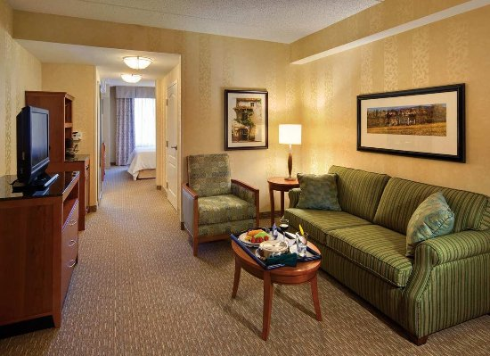 Hilton Garden Inn Lakewood: Suite Living Room