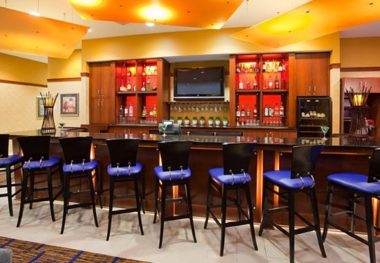 Maple Grove, Миннесота: The Bistro Bar