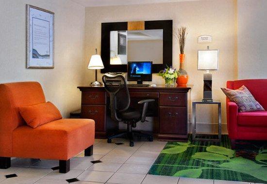 Amesbury, MA: Business Center