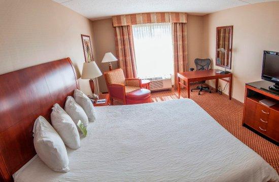 Hilton Garden Inn Mystic Groton: King Guestroom