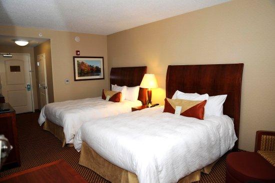 Hilton Garden Inn Mystic Groton: Two Queen Beds
