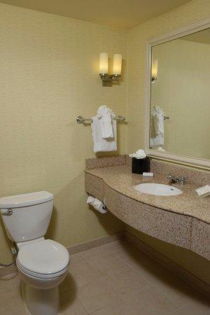 Beavercreek, OH: 1 King Suite Bathroom Vanity