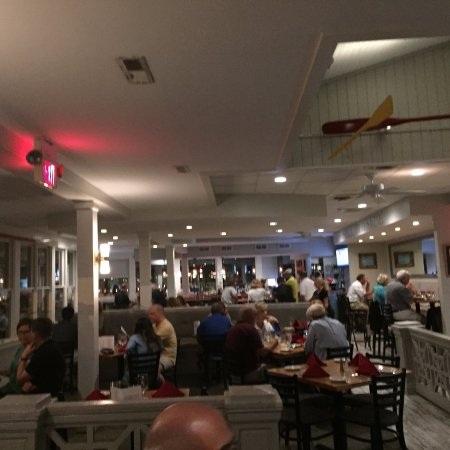 Grasonville, MD: View of the restaurant and bar