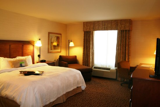 Rawlins, WY: King Deluxe Room