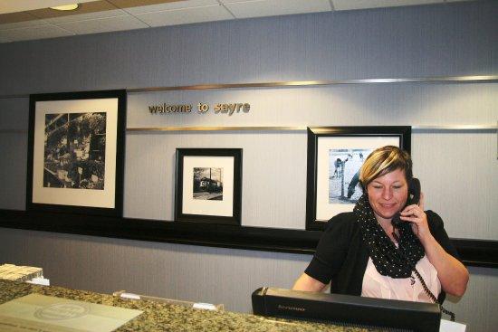 Sayre, Pensilvania: Front Desk