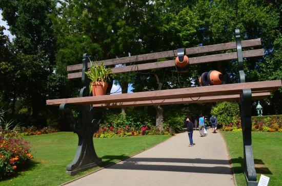 Banc Geant Photo De Jardin Des Plantes Nantes Tripadvisor