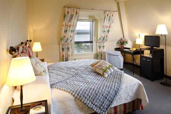 Morges, Sveits: Mansarden-Doppelzimmer