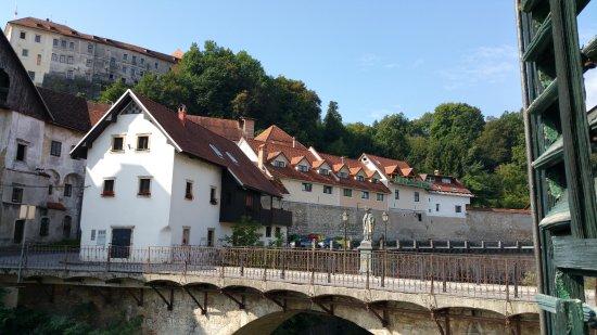 Hotel Garni Paleta: Blick aus dem Fenster zur Burg