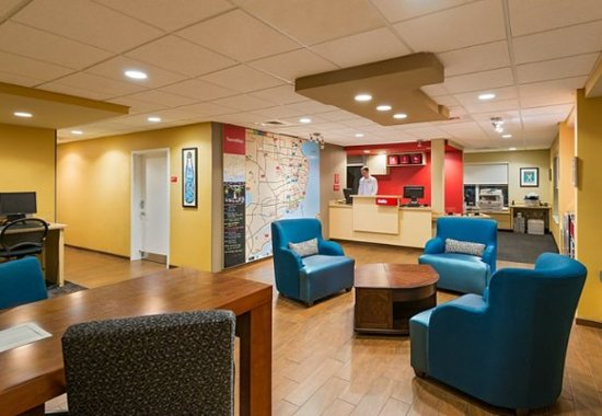 TownePlace Suites Pensacola: Lobby