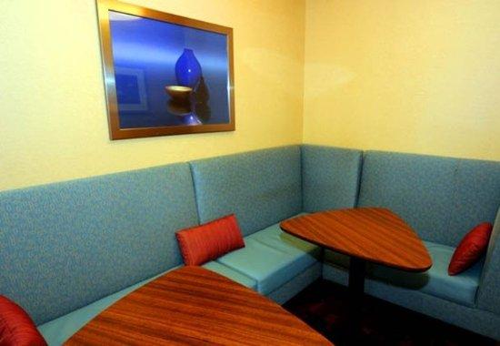 Dothan, ألاباما: Lobby Seating – Dothan Residence Inn