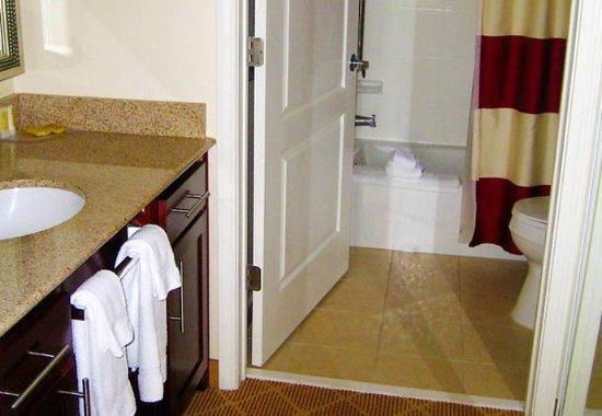 Dothan, ألاباما: Guest Bathroom