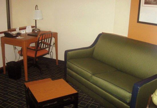 Carlisle, PA: Suite Sitting Area