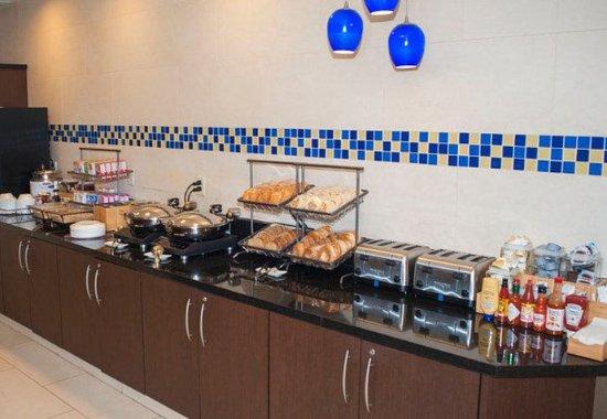 Chesapeake, فيرجينيا: Breakfast Buffet