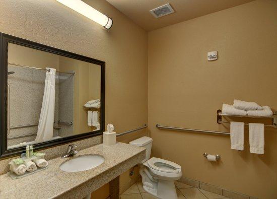 Altus, OK: Guest Bathroom