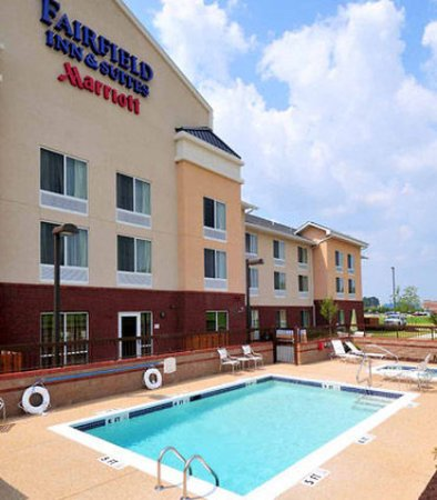 Olive Branch, Mississippi: Outdoor Pool & Spa