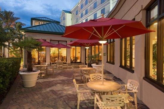 Hilton Garden Inn Palm Coast: Outdoor Patio Seating