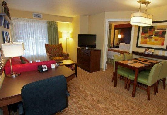 College Station, Teksas: Two-Bedroom Suite – Living Area