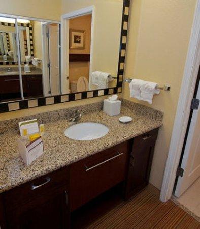 College Station, Teksas: Suite Bathroom Vanity